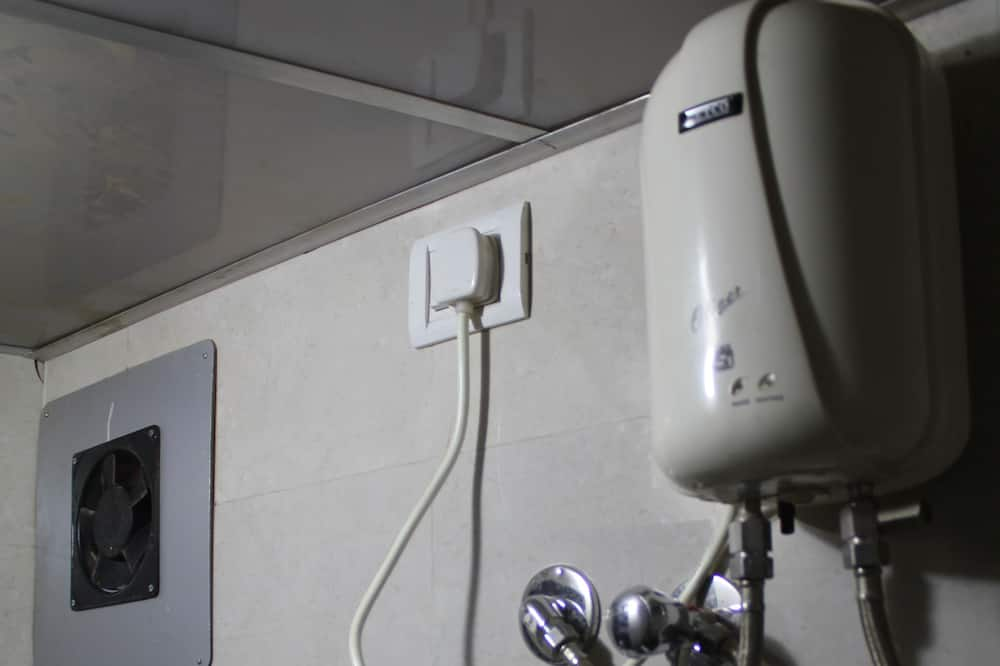 Basic Shared Dormitory - Bathroom