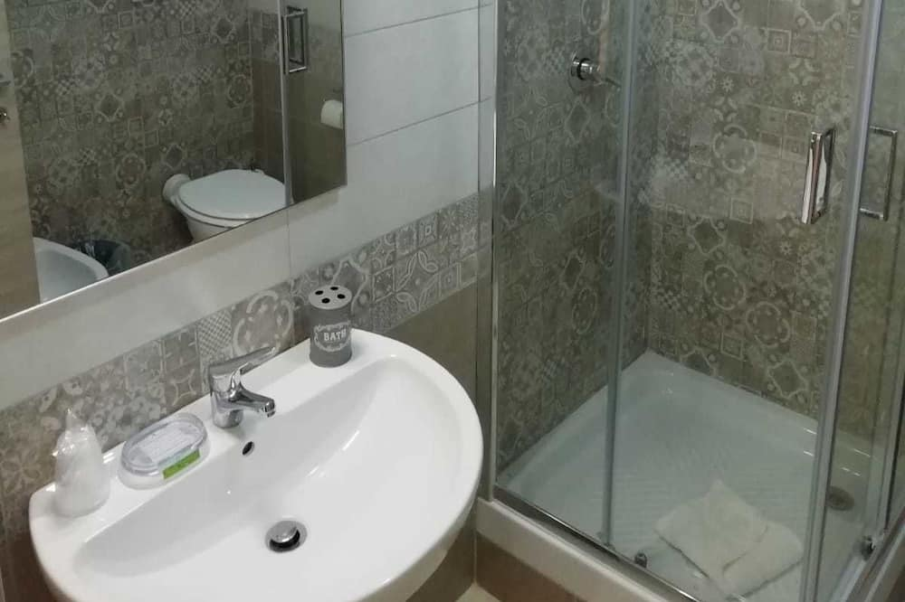 Štandardná dvojlôžková izba, balkón - Kúpeľňa