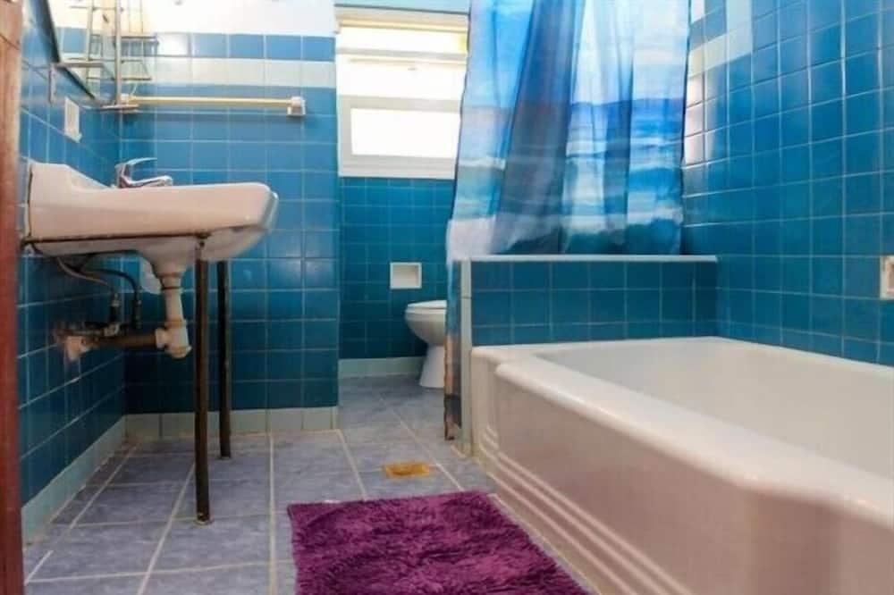 ベーシック アパートメント ベッド (複数台) - バスルーム