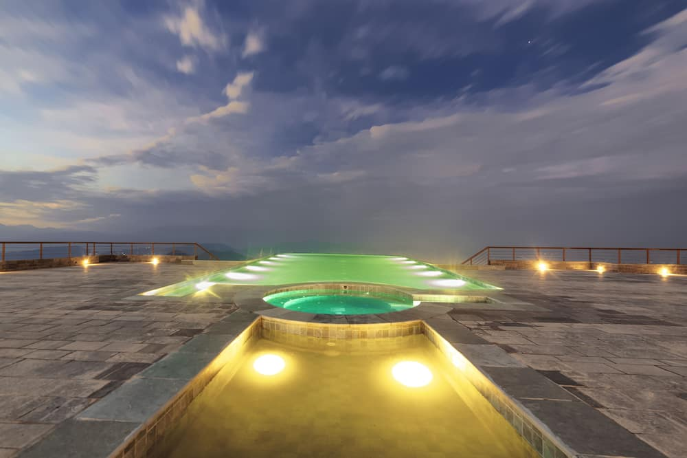 Panoráma medence