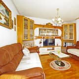 Family Apartment, 2 Double Beds, Ocean View - Living Room