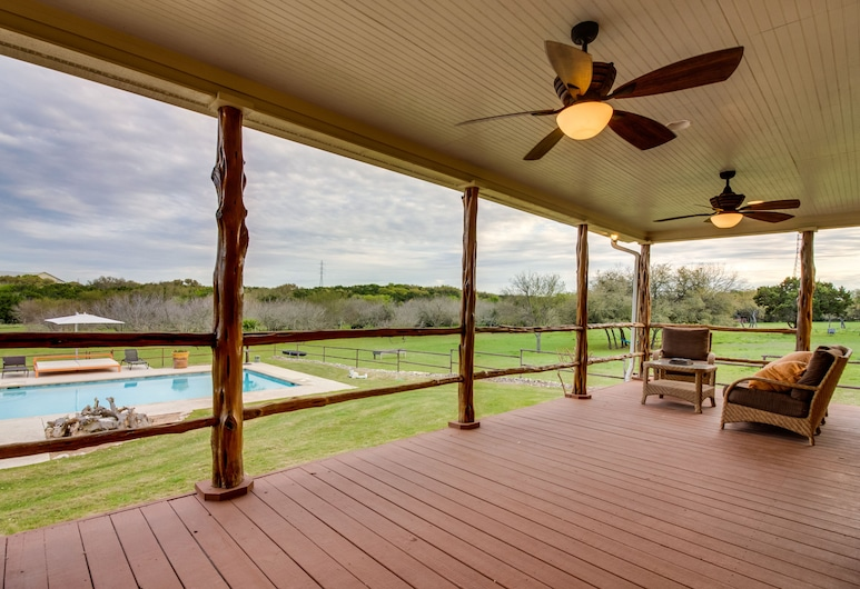 Secluded, 40-acre Ranch w/ a Private Pool, hot Tub, Outdoor Kitchen - Dogs OK!, San Marcos, Piscina