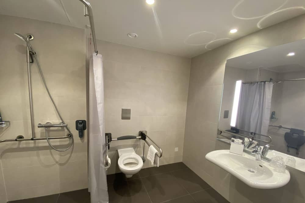 Tuba, erivajadustele kohandatud, suitsetamine keelatud (Roll-In Shower) - Vannituba