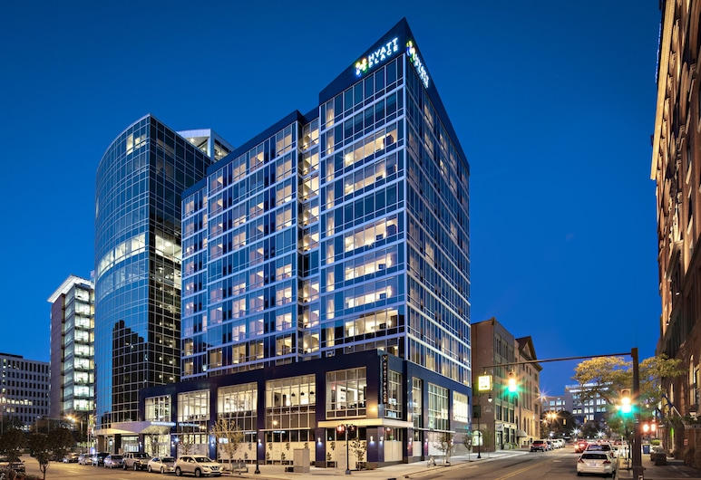 Hyatt Place Grand Rapids Downtown, Grand Rapids, Hotel Front – Evening/Night