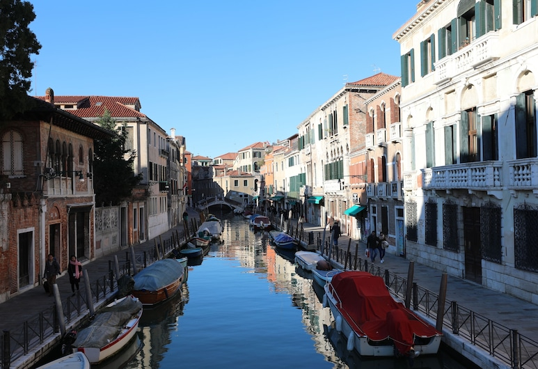 Dorso Duro Apartment, Venice, Double or Twin Room, Canal View, Guest Room View