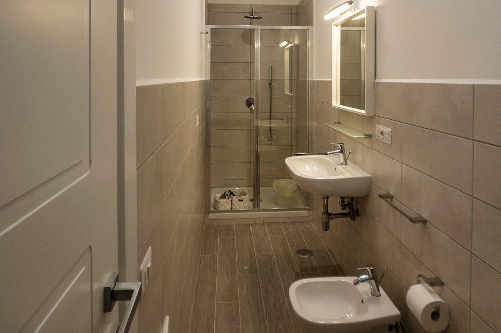 Comfort Studio Suite, Courtyard View (sh1) - Bathroom