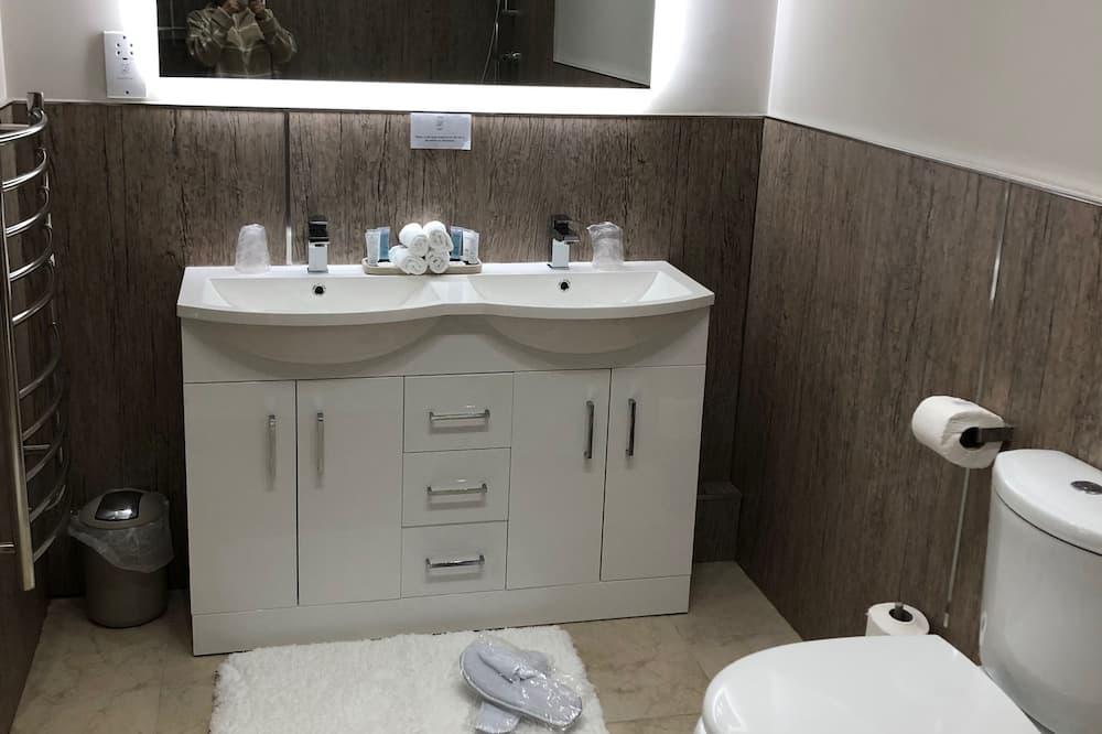 Kamar Keluarga, gedung tambahan - Kamar mandi