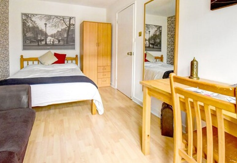 Tower Bridge Rainbow Suites, London, Comfort Double Room, 1 Double Bed, Shared Bathroom, Guest Room