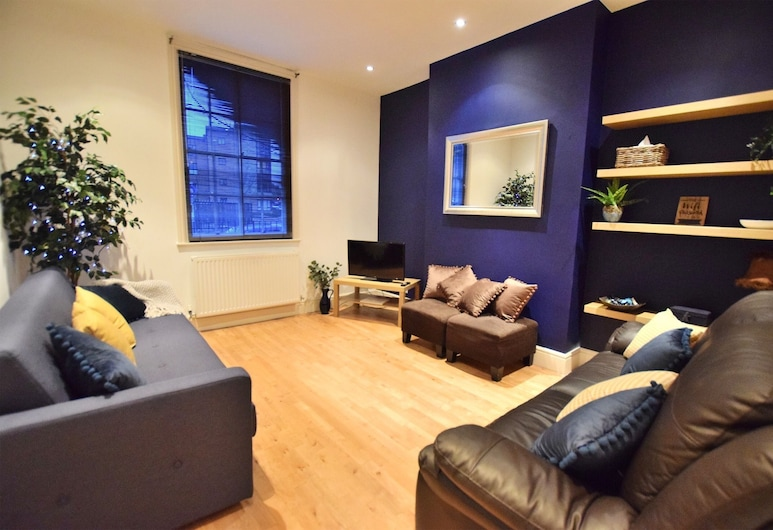 Derby Town House, Derby, Luxury House, Private Bathroom, Lounge