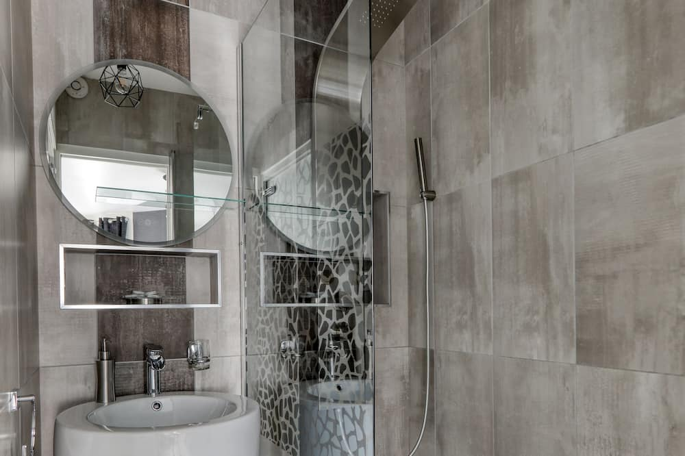 Deluxe Apartment, Ensuite, City View (Suite & spa) - Bathroom