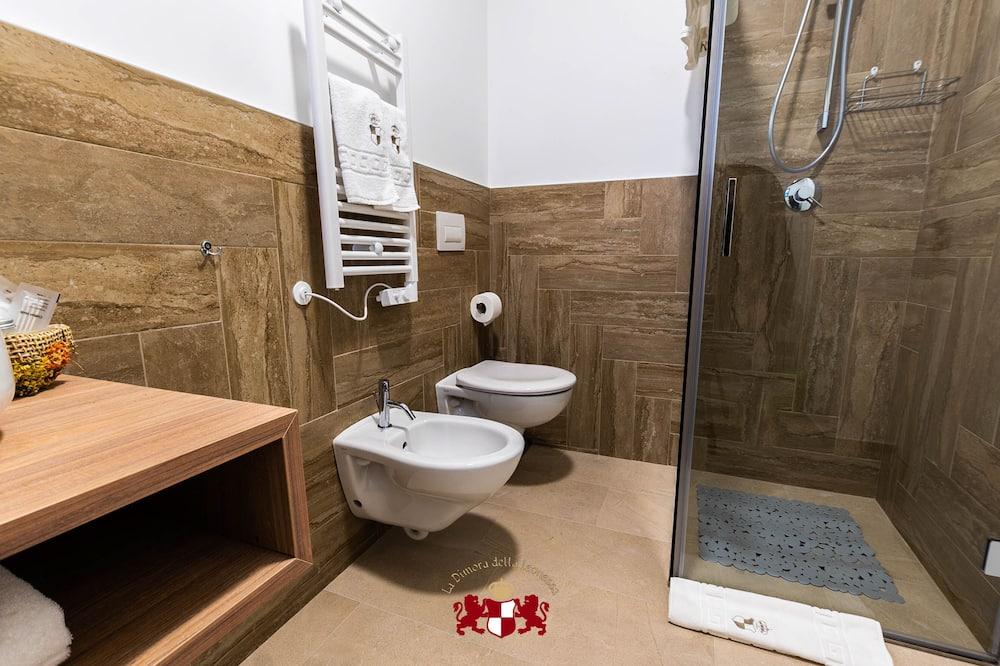 Четырехместный номер «Комфорт», 2 двуспальные кровати «Квин-сайз» - Ванная комната