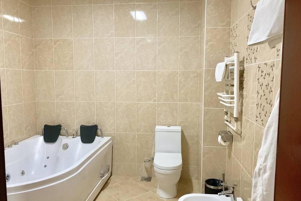 Junior Suite, 1 Double Bed - Bathroom Amenities