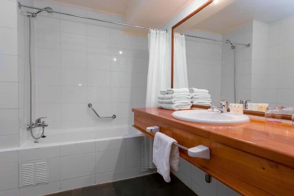 Τρίκλινο Δωμάτιο, 3 Μονά Κρεβάτια, Μη Καπνιστών - Μπάνιο
