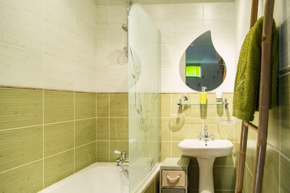 Family Room (Nature Zen) - Bathroom