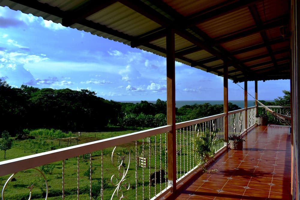 Casa panoramica, camere multiple, balcone, vista lago (Casa Grande - Whole House) - Vista lago