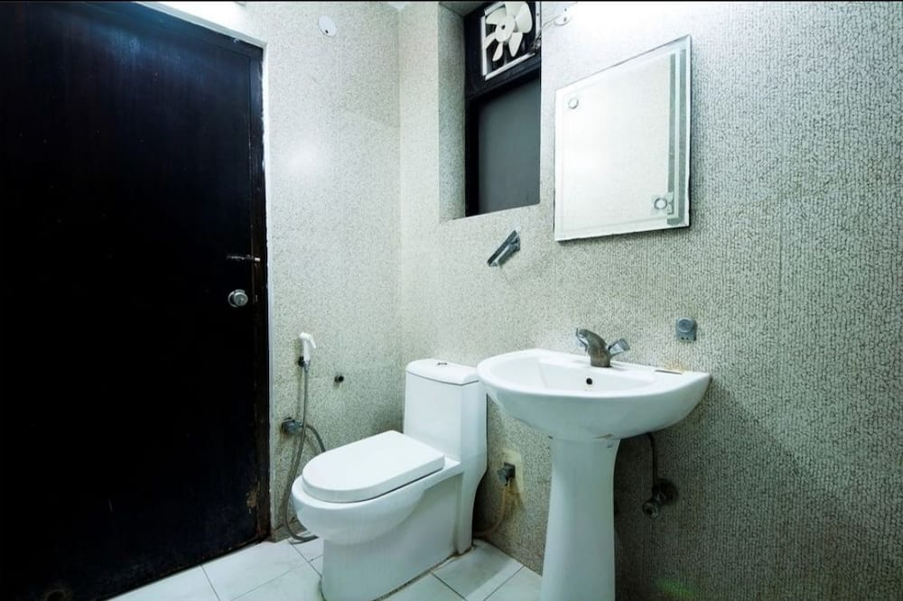 Deluxe Double Room, 1 King Bed - Bathroom