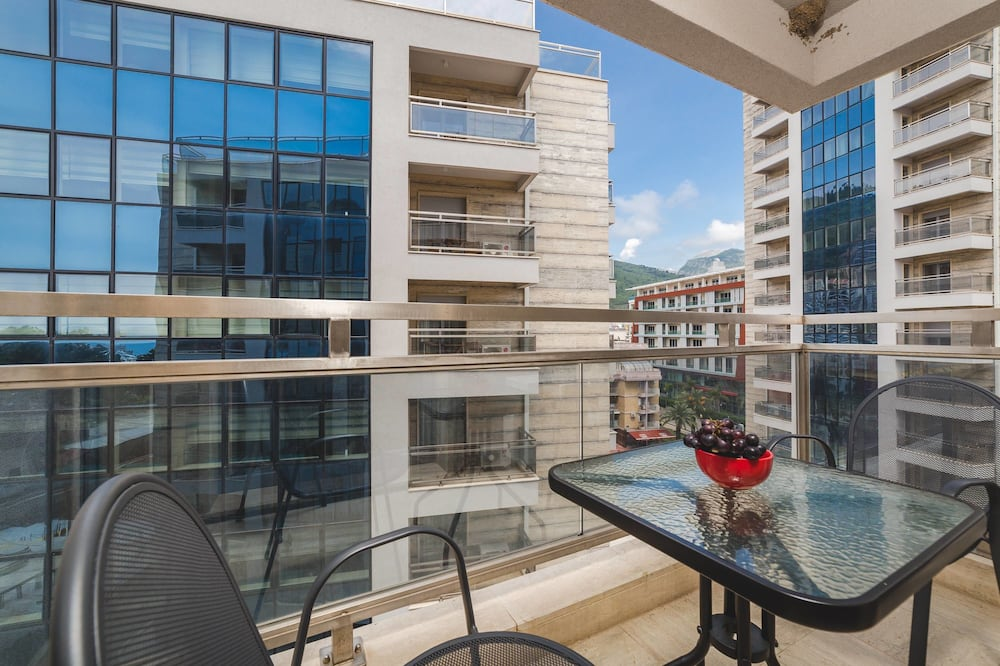 Basic Apartment, Multiple Beds, Sea View - Balcony