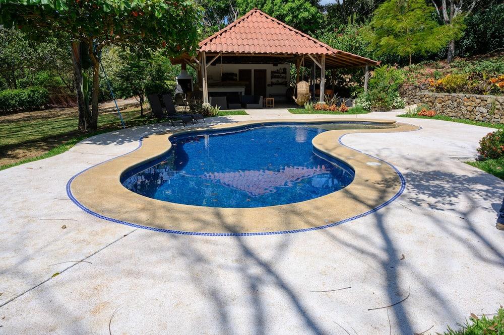 Hus, flere senger - Privat basseng