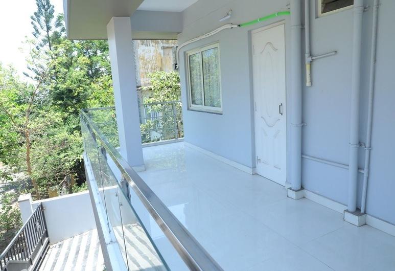 Brundavan Suites, Visakhapatnam, Chambre Double Standard, 1 très grand lit, Terrasse/Patio