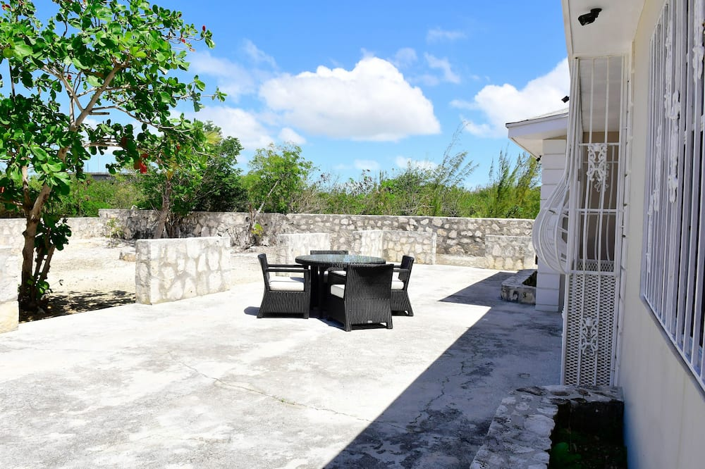 Maja, 2 magamistoaga, vaade aeda - Terrass