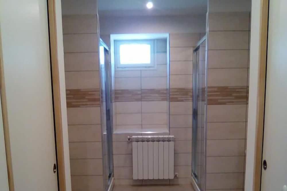 共用宿舍, 男女混合宿舍, 共用浴室 - 浴室