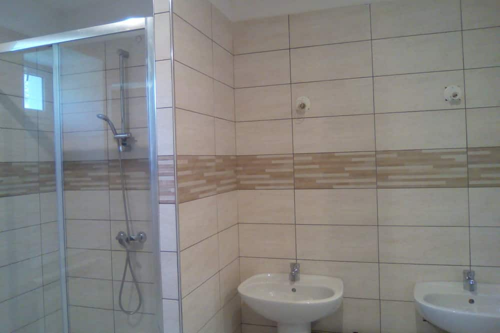 三人房, 私人浴室 - 浴室洗手盤
