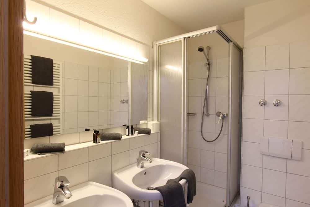 Superior-Doppelzimmer, Balkon - Badezimmer