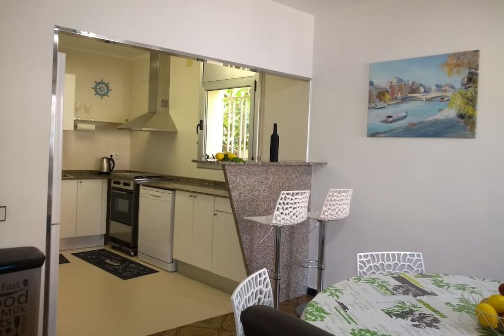 Apartment, 3 Bedrooms, Sea View - Living Area