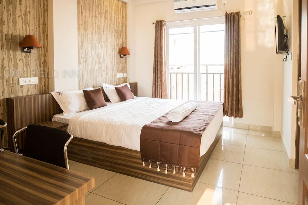 Deluxe Double Room, 1 Queen Bed, City View - Balcony View