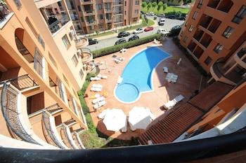 陽光海灘艾菲爾 II 號大樓梅納達公寓酒店的圖片