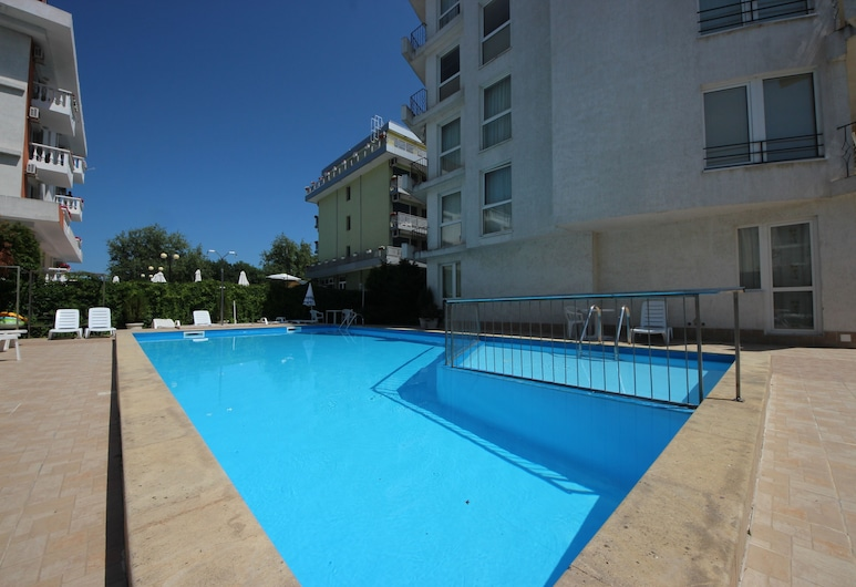 Menada Apartments in Azzuro Hotel, Sunny Beach, Lauko baseinas