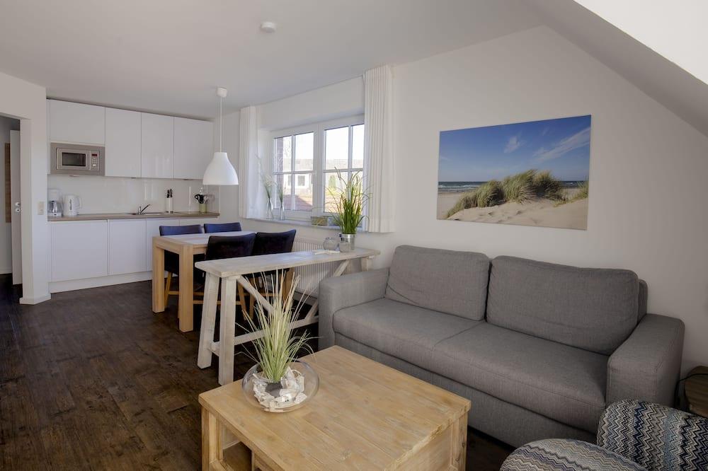 Апартаменты, балкон - Обед в номере