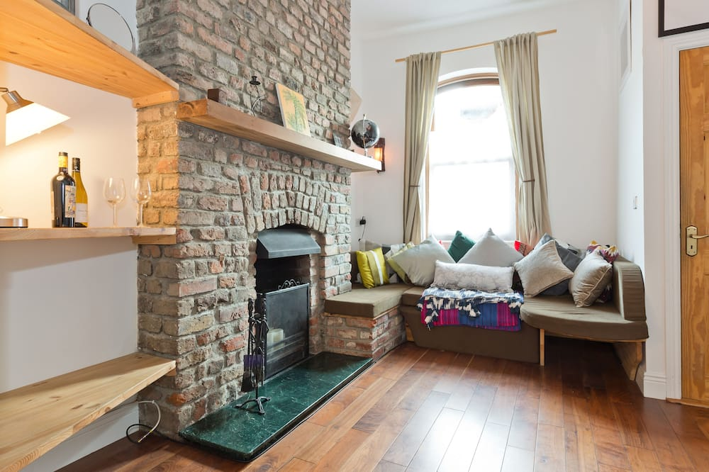 Family Duplex, Multiple Beds - Living Room