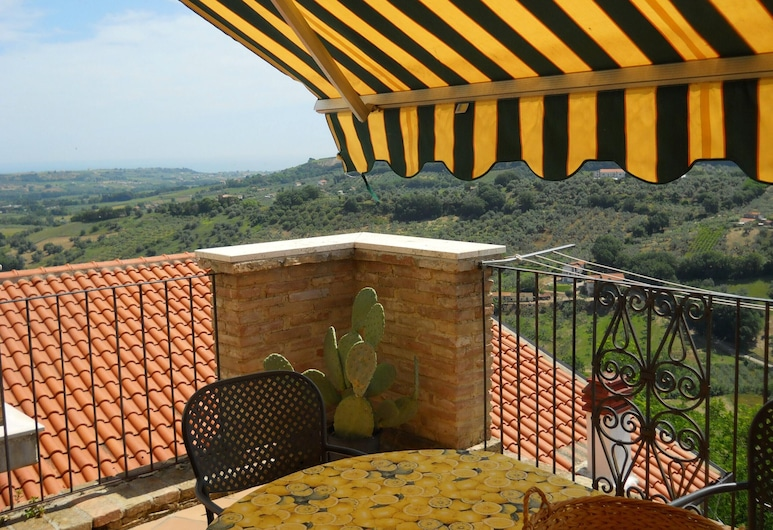 House With 2 Bedrooms in Torino di Sangro, With Furnished Balcony - 5 km From the Beach, טורינו די סאנגרו, מרפסת/פטיו