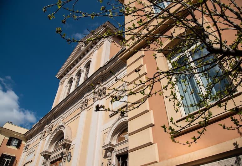 Casa Bacciarini, Rom, Udendørsareal