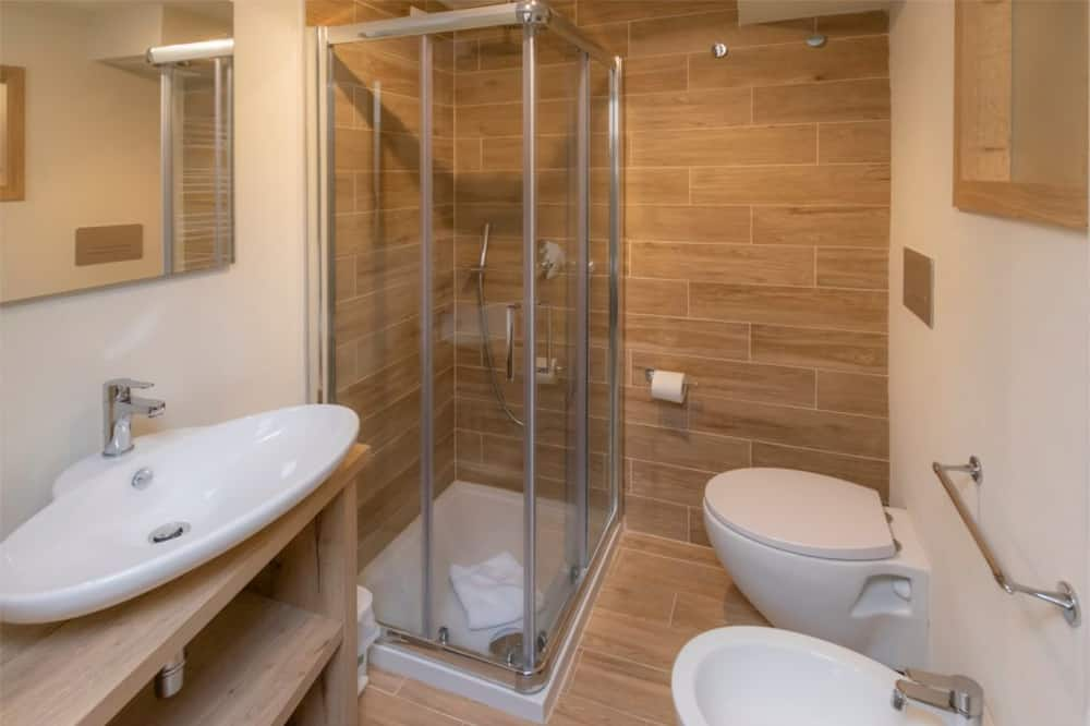 高級雙人或雙床房, 山景 - 浴室