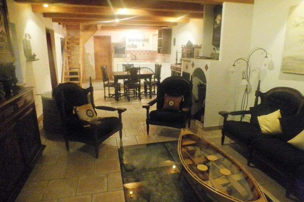 Ferienhaus, 2Schlafzimmer, Balkon, Flussblick - Wohnbereich