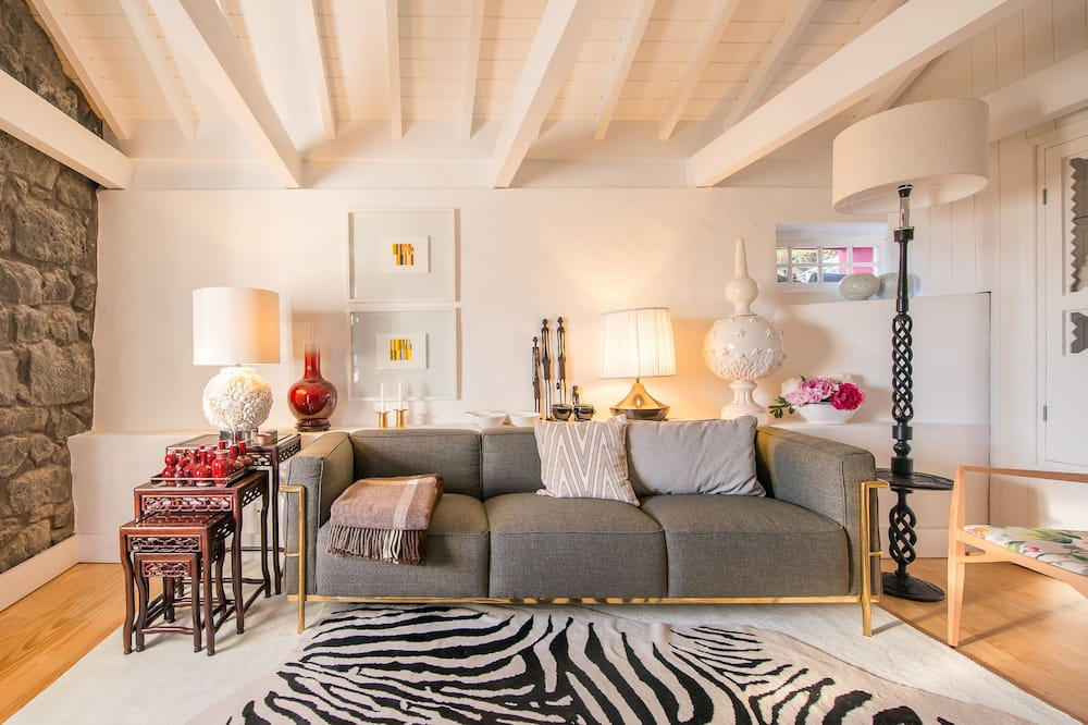 Traditional Cottage, 1 Bedroom - Living Area