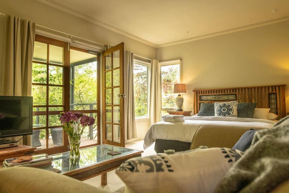 Studio Suite Deluxe, 1 giường cỡ king, Ban công, Quang cảnh vườn - Khu phòng khách