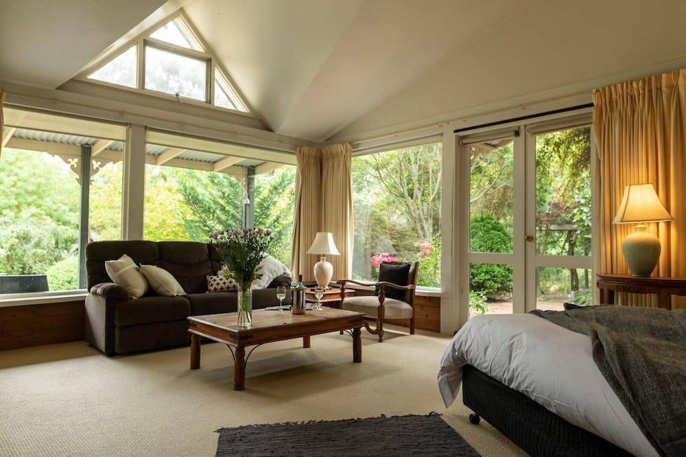 Phòng Superior, 1 giường cỡ king, Lò sưởi, Quang cảnh vườn - Khu phòng khách