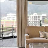 Comfort Apartment, 2 Bedrooms, Non Smoking, Mountain View - Living Area