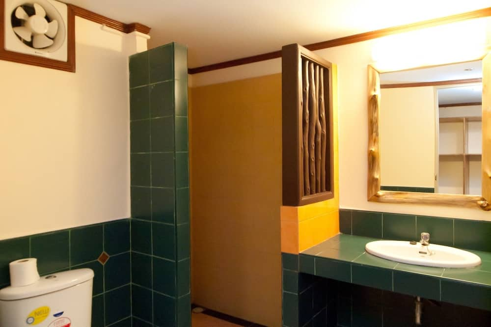Superior Room with Balcony - Bathroom
