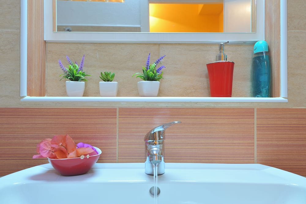 Comfort - kahden hengen huone, 1 keskisuuri parisänky, Oma kylpyhuone - Kylpyhuone