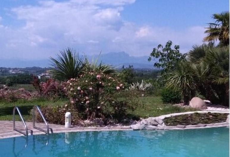 浪漫地點加爾達湖飯店 - 附游泳池, 布索連戈, 室外游泳池