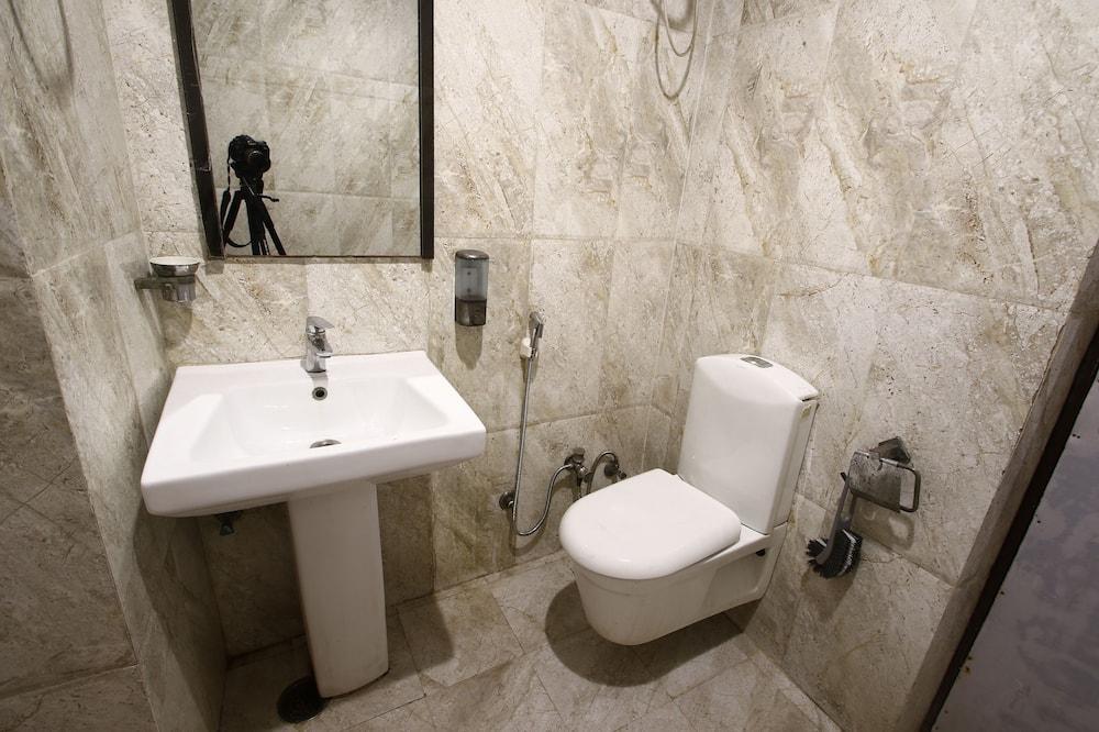 Izba typu Executive - Umývadlo v kúpeľni