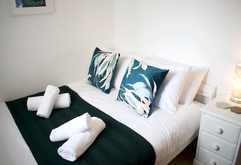 2 Bedroom Flat in Leith, Edinburgh, Apartment (2 Bedrooms), Room