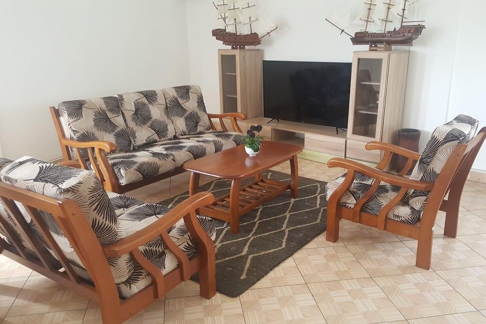 Comfort Room, 2 Queen Beds, Non Smoking, Park View - Living Area