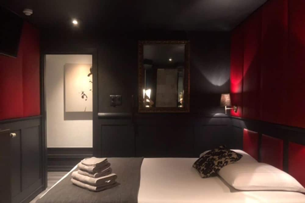 Szoba kétszemélyes ággyal, fürdőkád - Vendégszoba