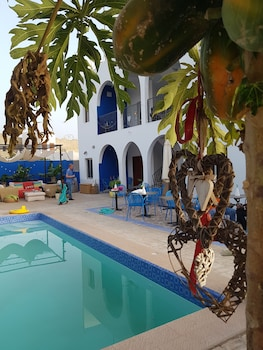 Picture of Camara Gardens Apartments with Pool in Serrekunda
