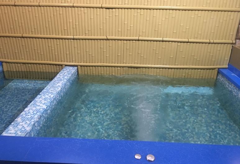 米索斯酒店, 南萨哈林斯克, 游泳池